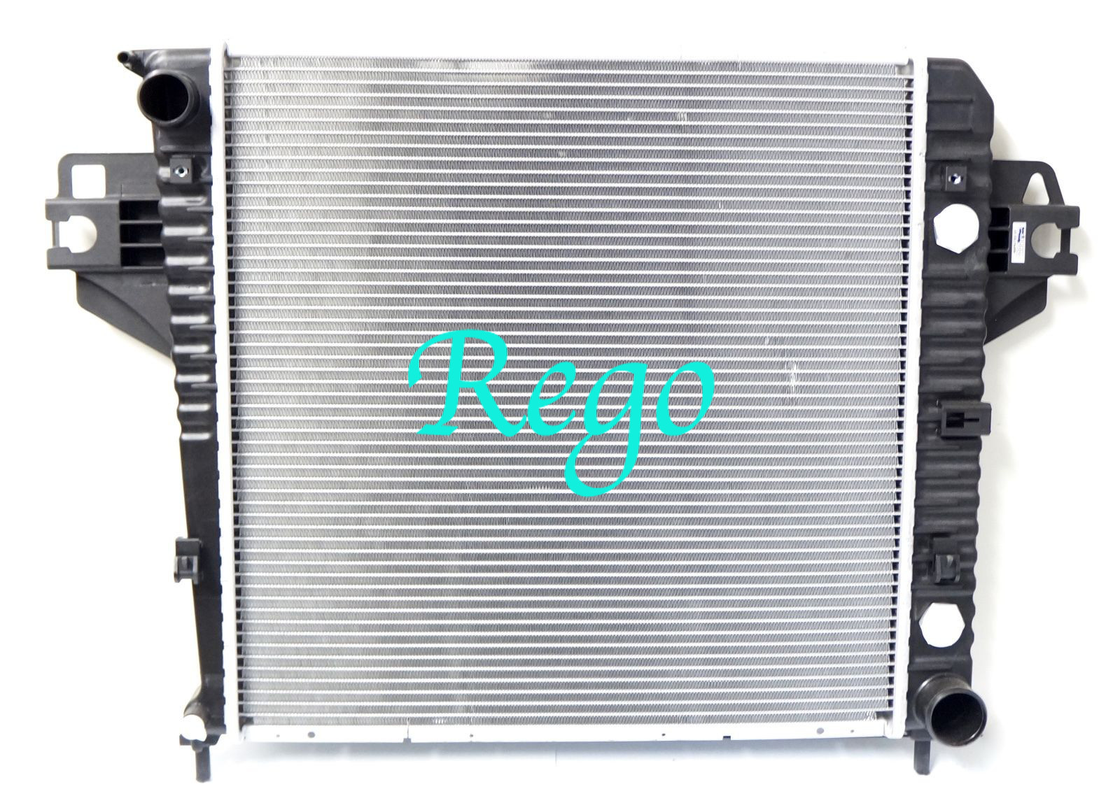 OEM No.52080118AA Jeep Liberty Automobile Cooling Aluminum Radiator Replacement